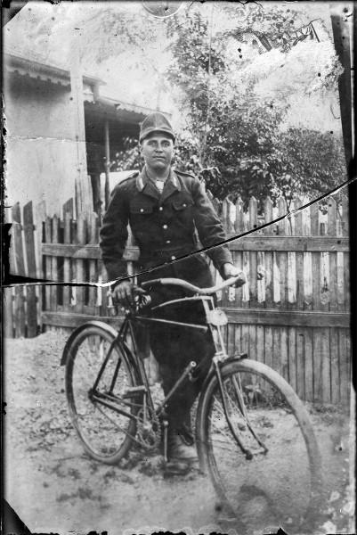 Soldat, probabil dintr-o companie de ciclişti, uniformă model 1923-27
