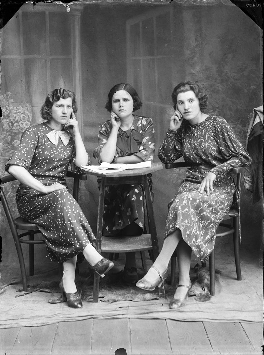 Trei femei